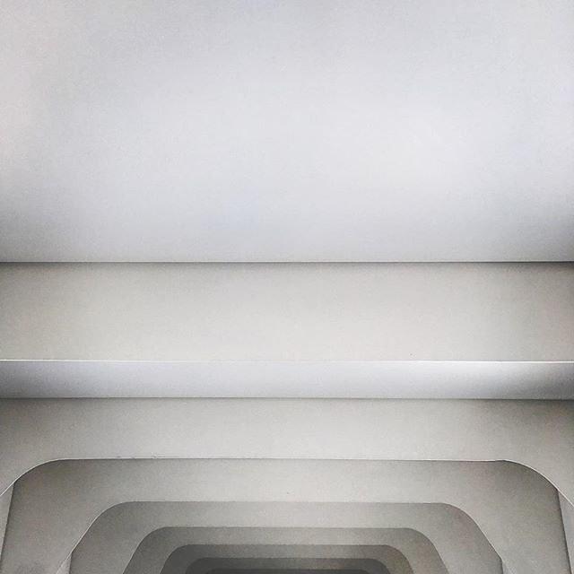 #airport #bilbao #calatrava #minimal #rsa_minimal #bnw_minimal #minimalobsession #linedesire #realandabstract #finest_architecture #mobiography_challenge_5 #minimalarchitecture #archilovers #archi_unlimited #minimal_take
